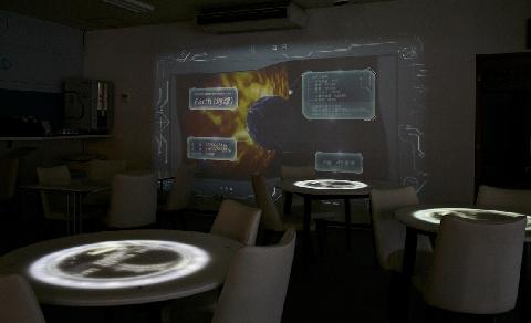 阿智村の四季や自然などをモチーフとした映像や、人の動きに合わせて映像が投影されるインタラクティブな技術も利用し、アナログとデジタルが融合した演出を体感することができます。